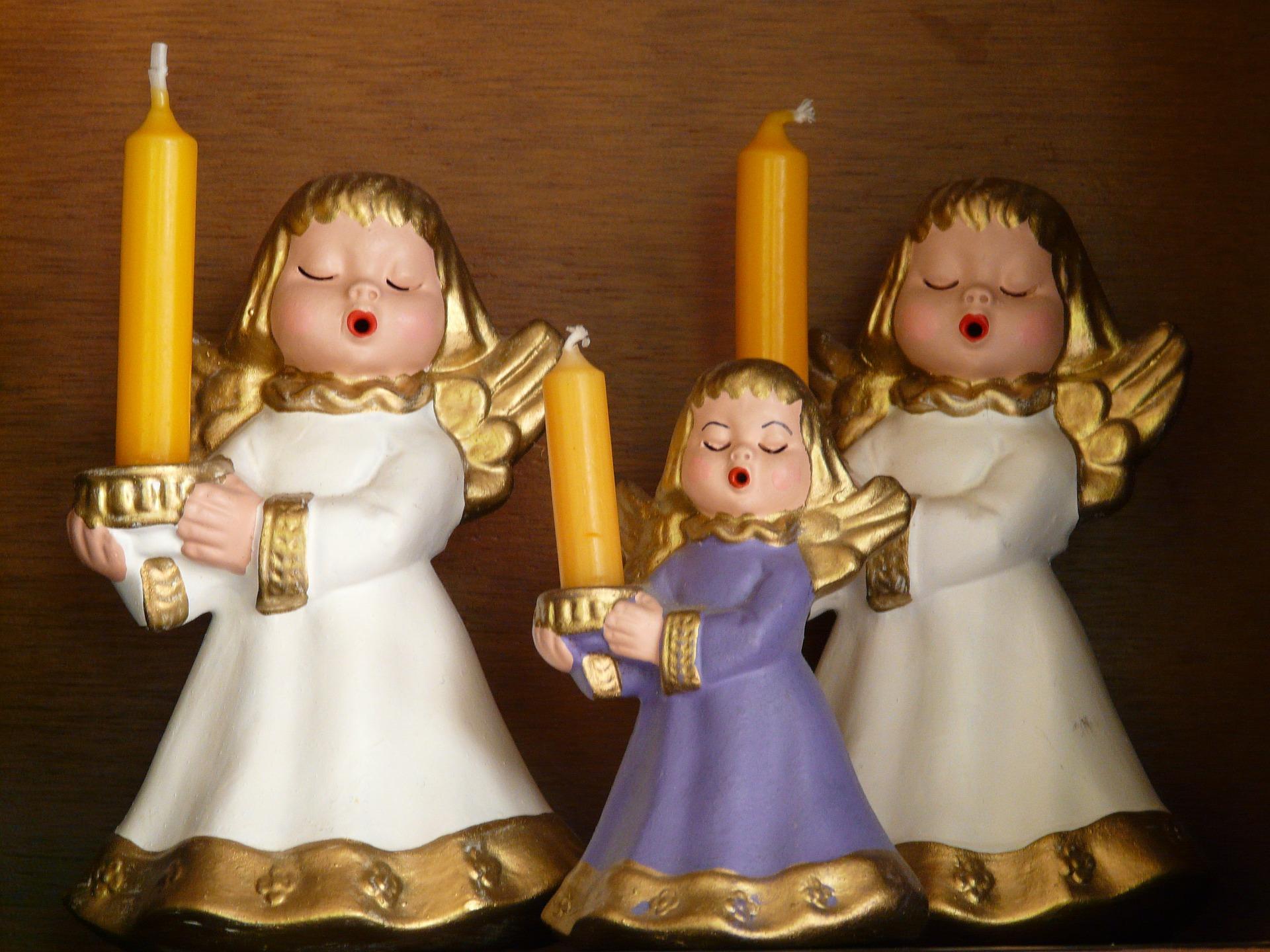ceramiczne aniołki ze świeczkami